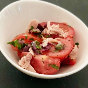 Mediterranean Tomato Salad with Tuna, Olives and Capers | cookglobaleatlocal.com