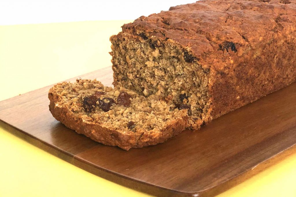 Vegan Banana Bread with Oats and Raisins | cookglobaleatlocal.com
