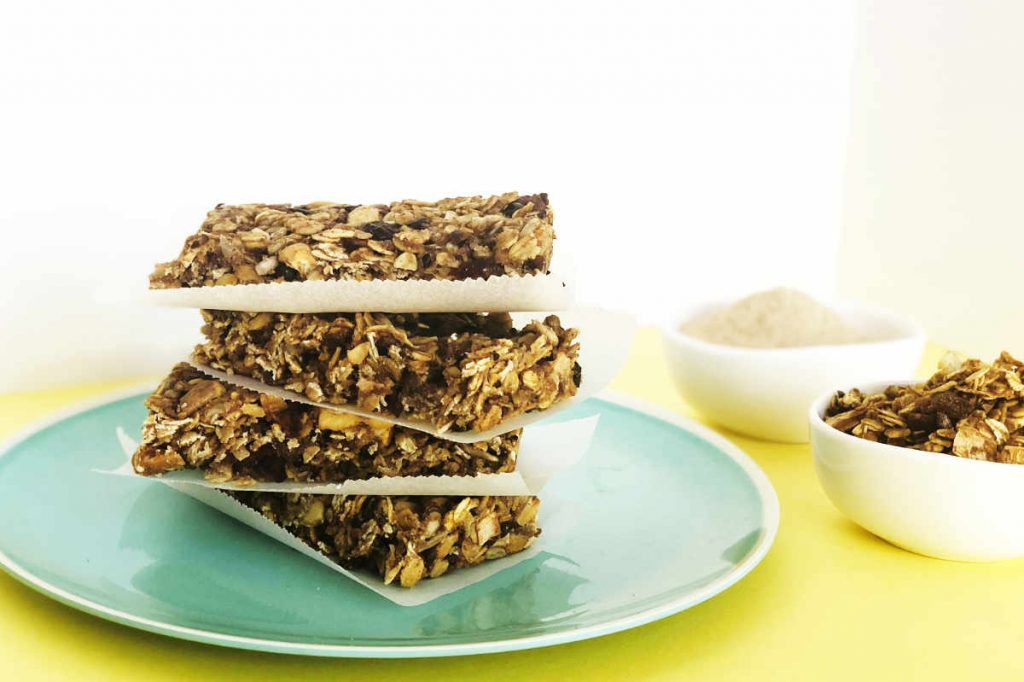 Healthy, Chewy Granola Bars with Less Fat and Sugar | cookglobaleatlocal.com