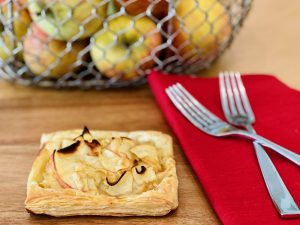 Quick and Easy Apple Tarts | cookglobaleatlocal.com