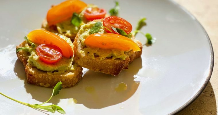 Crostini with Edamame Puree & Cherry Tomatoes | cookglobaleatlocal.com