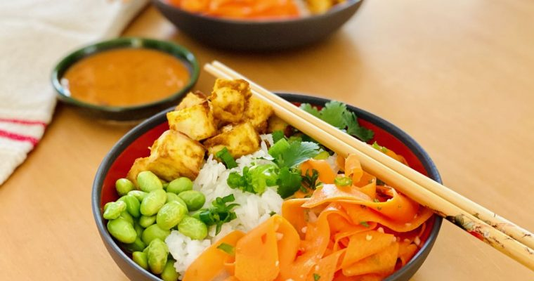 Tofu Satay Buddha Bowl with Spicy Peanut Sauce | cookglobaleatlocal.com
